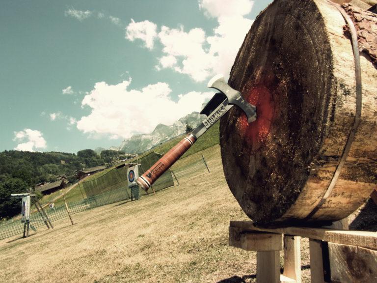 lancer de hache - stand de tir à l'arc du Grand Bornand